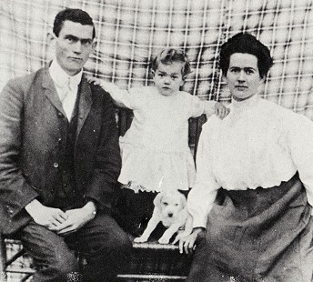 "Ethel ""Mama"" and Jack ""Papa"" Stephens with their first child, Albert, and his dog, Ponto, 1905 © Pryor Center for Arkansas Oral and Visual History, University of Arkansas"